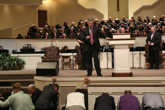 Don Wilton, pastor of First Baptist Church, Spartanburg, prays over participants at the Alabama Baptist Pastors Conference 2015.