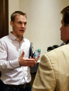 David Platt, IMB president, speaks with Will Hall, editor of Louisiana's Baptist Message, after giving a report to Baptist editors in Ontario, California, Feb. 15. (BP photo)